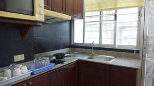 The kitchen in an oriel