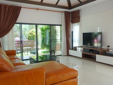 The lounge- and living area with 55 Inch TV