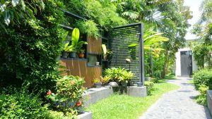 The lush entrance area