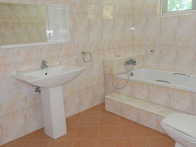 The master-bathroom offers a bathtub