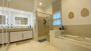 The master-bathroom offers a bathtub and a shower cubicle