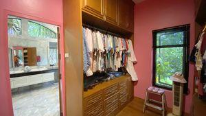 The master-bedrooms walk-in closet
