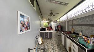 The outdoor Thai kitchen