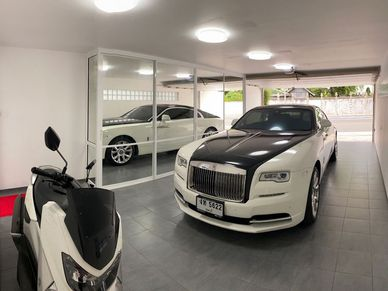 The remote double garage with a limousine that fits the property