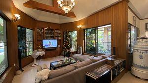 The sofa and TV-area