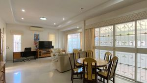 The spacious living- and dining-area