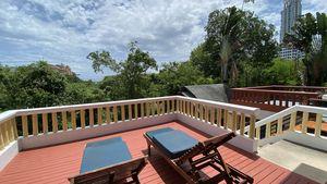 The upstairs terrace with nice sea views