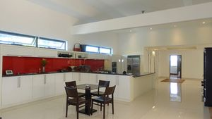 The well-equipped open-plan kitchen