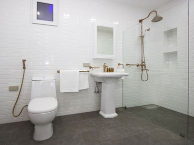 This bathroom comes in retro-style