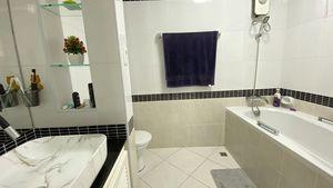 This bathroom offers a bathtub