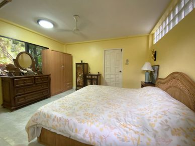 This is a separate guest- or maids bedroom
