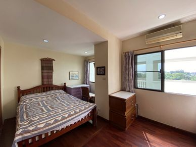 This is the second bedroom