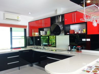 Top modern and well-equipped - open-plan kitchen with breakfast bar
