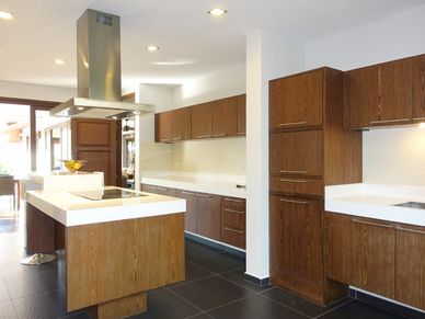 Tropical but modern - a top equipped kitchen