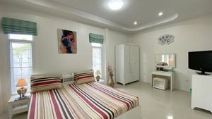 Truly spacious and with a TV-set - Bedroom No. 2