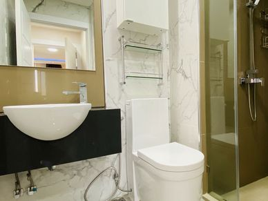 Two identic, modern bathrooms with rainshowers