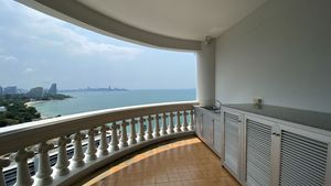 Two spacious balconies inviting to enjoy the views