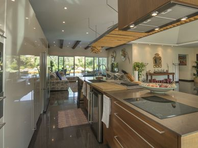 Ultra modern and fully-equipped - the Western kitchen