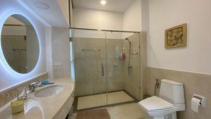 Yet another fancy bathroom