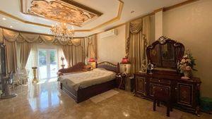Yet another impressive bedroom
