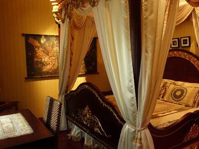 Yet another lavish bedroom
