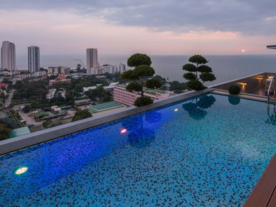 Your infinity pool above the seas
