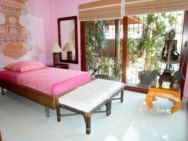 A bedroom at this charming Thai Bali inner city pool-villa Jomtien