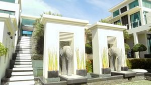 After passing the entrance gate of this high end residence above Pattaya
