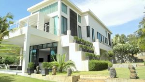 Garden areas of this high end residence above Pattaya