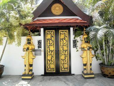 The entrance at this charming Thai Bali inner city pool-villa Jomtien