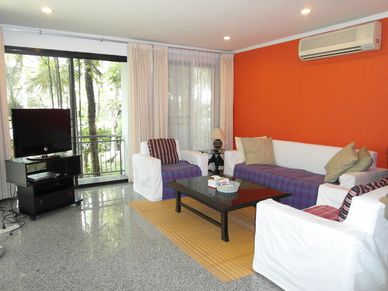 The nicely decorated lounge of this 3-bedroom home at Jomtien Yacht Club