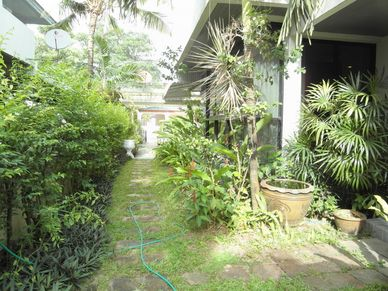 The well planted garden area of this 3-bedroom home at Jomtien Yacht Club