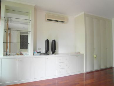 Wardrobe and drawers in a bedroom of this 3-bedroom home at Jomtien Yacht Club