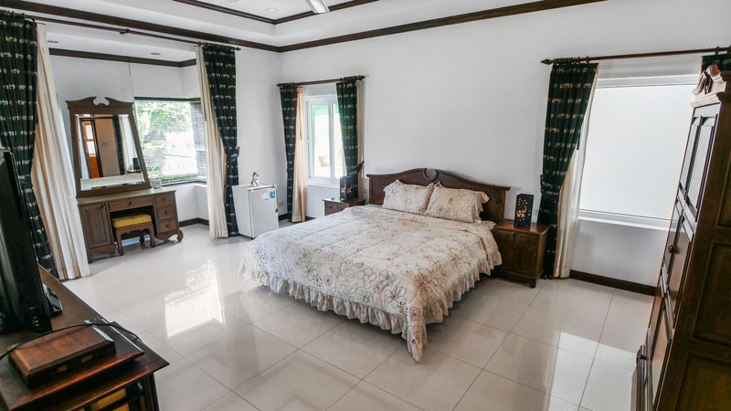 Lavish 6 bedroom pool-villa with guesthouse on 1.720 m2 near ...