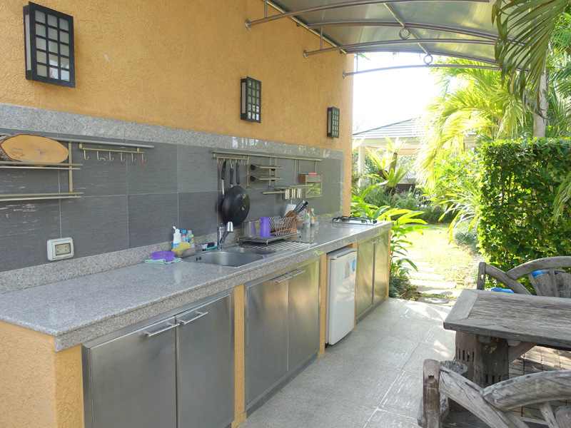 Outdoor Thai Kitchen With Dining Table