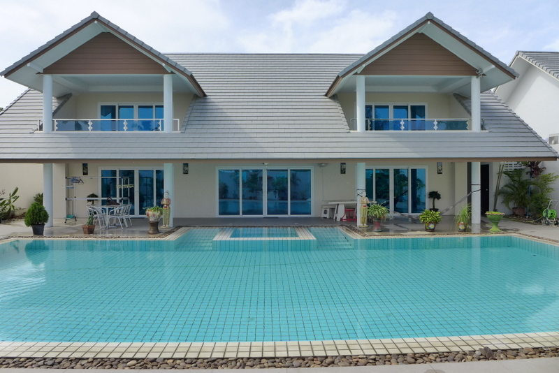 Modern 5 bedroom house with large pool and scenic views for 5 bedroom house with pool