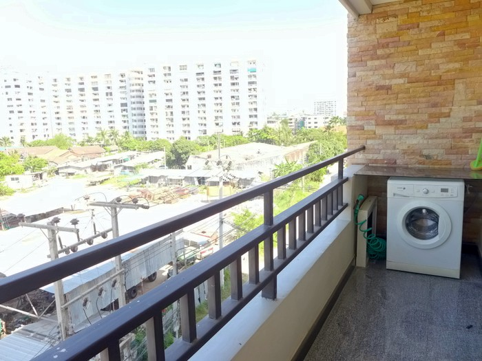 Central Pattaya 1 Bedroom Quality Condo Modern And Roomy