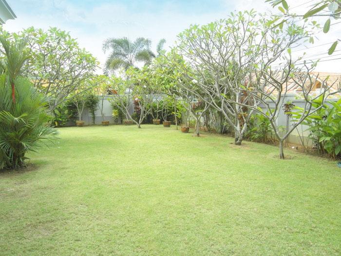 spacious 2 bedroom villa at siam royal view thailand property gate - Garden View
